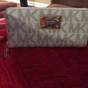 Michael Kors Leather Zipper Wallet